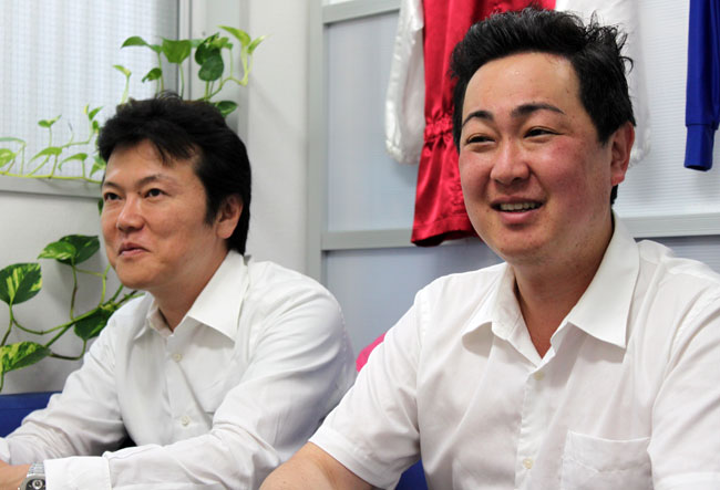 netkeibaのインタビューに答える米山と棟広氏。